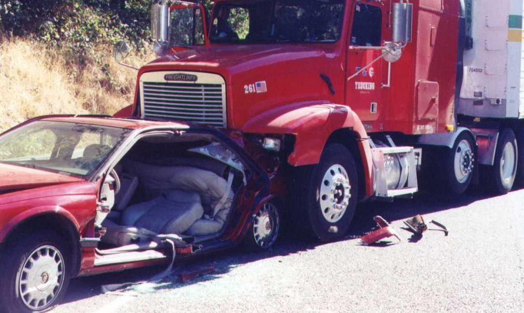 El Mejor Bufete Legal de Abogados de Accidentes de Semi Camión, Abogados Para Demandas de Accidentes de Camiones Los Angeles California